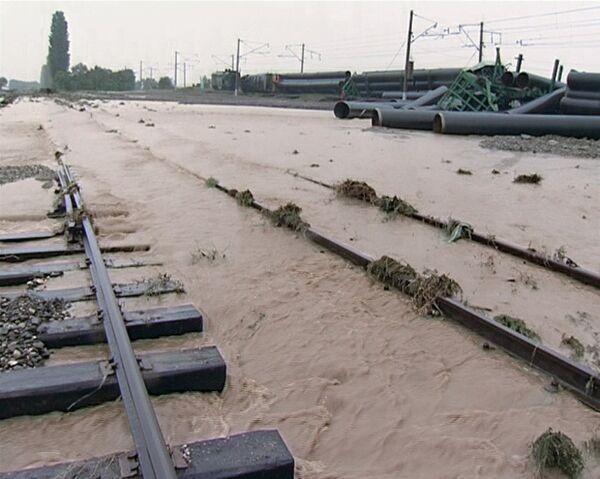 Подтопленные железнодорожные пути. Архив