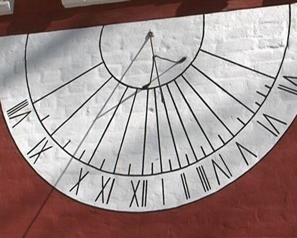 Солнечные часы в Новодевичьем монастыре не переводят на летнее время