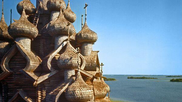 Купола Преображенской церкви в Кижах