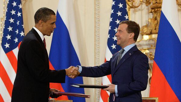 Дмитрий Медведев и Барак Обама подписали договор по СНВ. Архив
