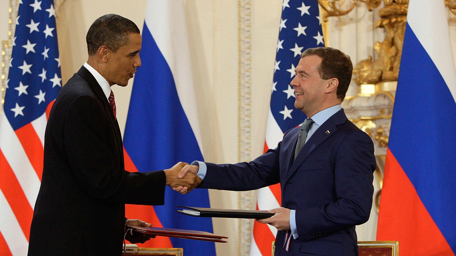 Дмитрий Медведев и Барак Обама подписали новый договор по СНВ  - РИА Новости, 1920, 27.01.2021