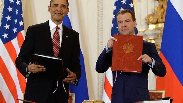 Дмитрий Медведев и Барак Обама подписали новый договор по СНВ фото