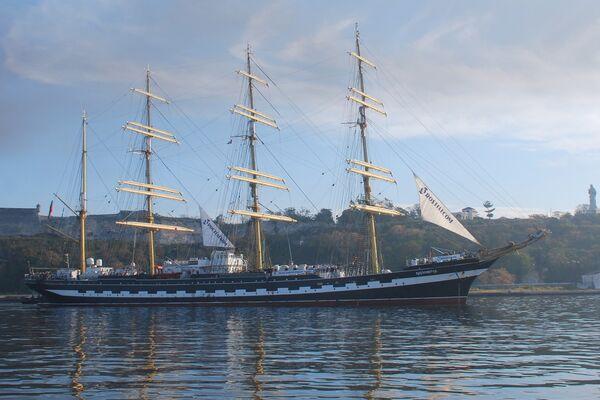 Барк Крузенштерн заходит в порт Гаваны