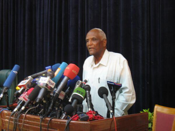 Заместитель председателя Национальной избирательной комиссии Судана Абдалла Ахмед Абдалла на пресс-конференции в Хартуме