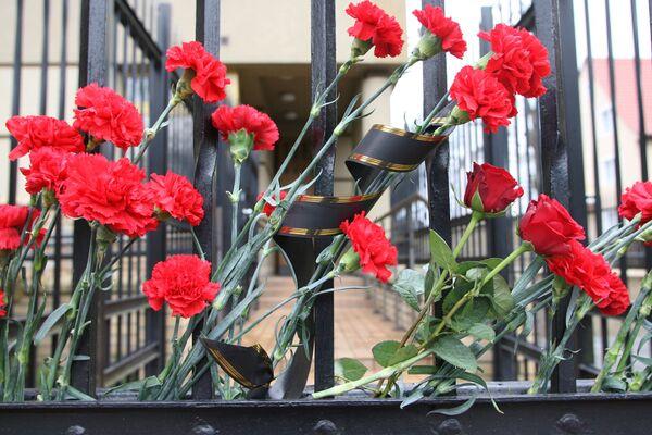 Траур у генерального Консульства Польши в Калининграде