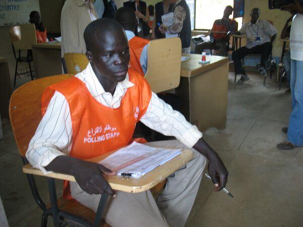 Представитель участковой комиссии на выборах на юге Судана