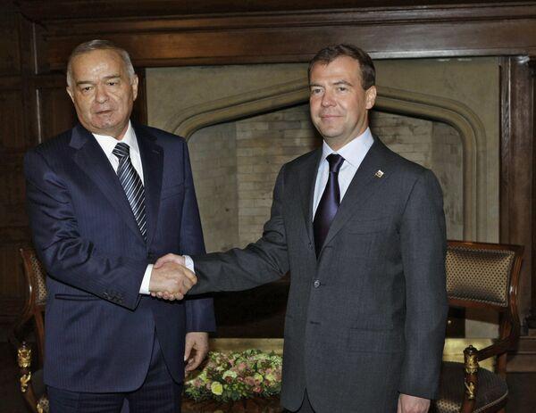 Президент РФ Д.Медведев и президент Узбекистана И.Каримов. Архив