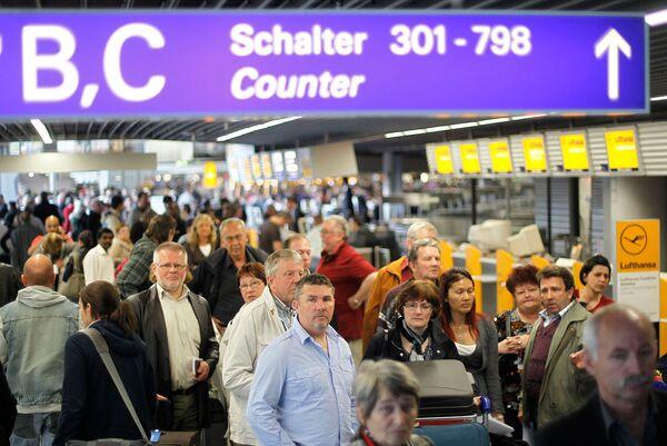 Пассажиры отложенных рейсов в аэропорту Франкфурта
