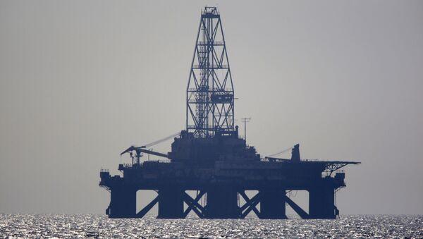 Нефтяная платформа в Каспийском море. Архив