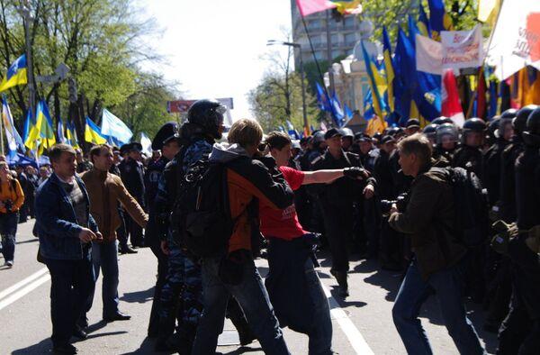 Митинг сторонников и противников соглашения по Черноморскому флоту. Архив