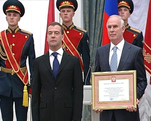 Победа не должна быть разменной монетой в политической игре - Медведев