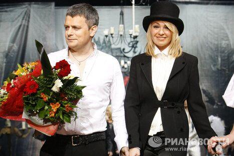 Дизайнер Илья Шиян и продюсер Яна Рудковская во время показа