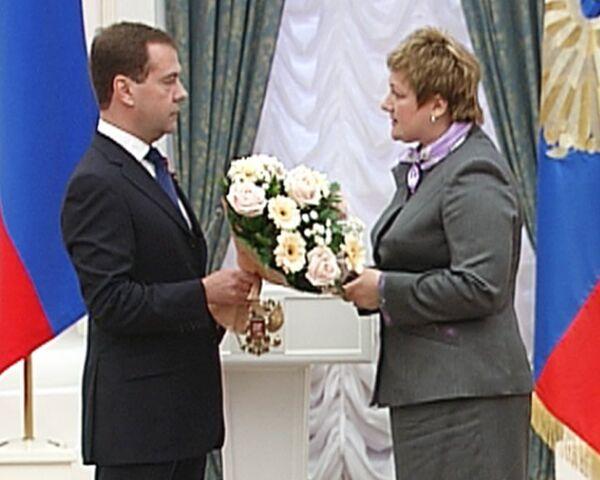 Медведев передал Звезду Героя России вдове Евгения Чернышева
