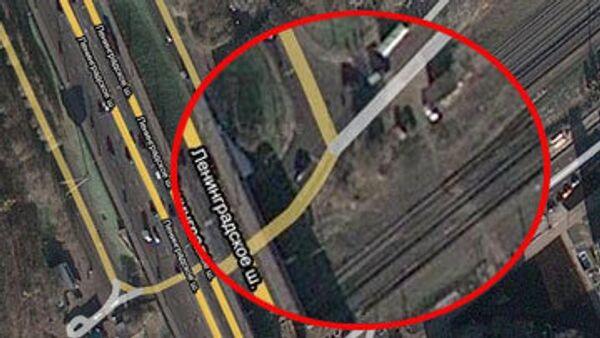 Два легковых атвомобиля после ДТП упали с моста Победы, расположенного на пересечении Ленинградского шоссе с улицей Адмирала Макаров