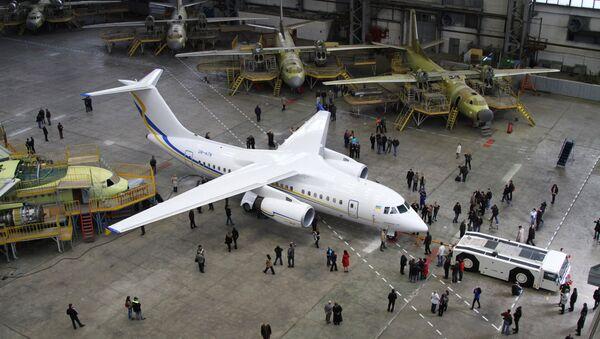 Первый образец реактивного самолета нового поколения АН-158. Архив