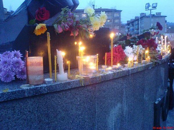 Жители Междуреченска зажгли свечи в память о горняках на Распадской