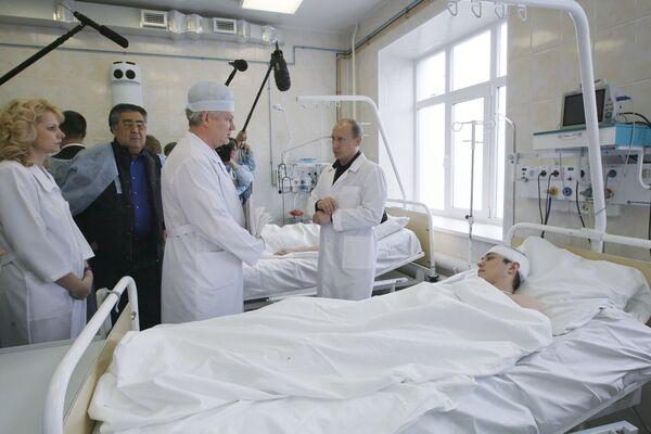 Премьер-министр РФ Владимир Путин навестил горняков в больнице Новокузнецка