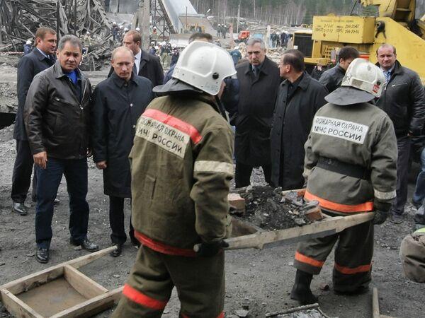 Премьер-министр РФ Владимир Путин во время посещения шахты Распадская