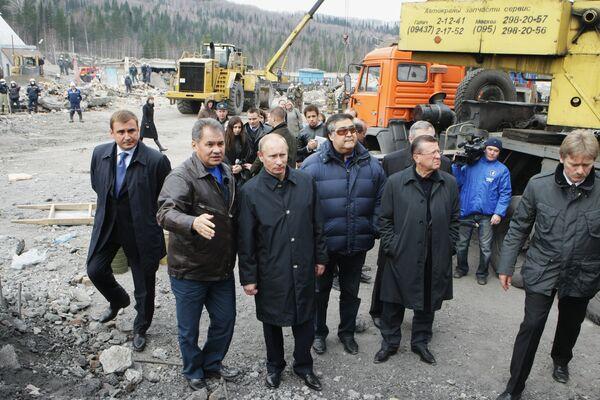 Премьер-министр РФ Владимир Путин во время посещения шахты Распадская. Архив