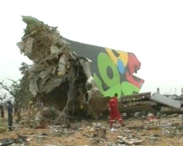 Спасатели работают на месте крушения Airbus-330. Видео с места событий
