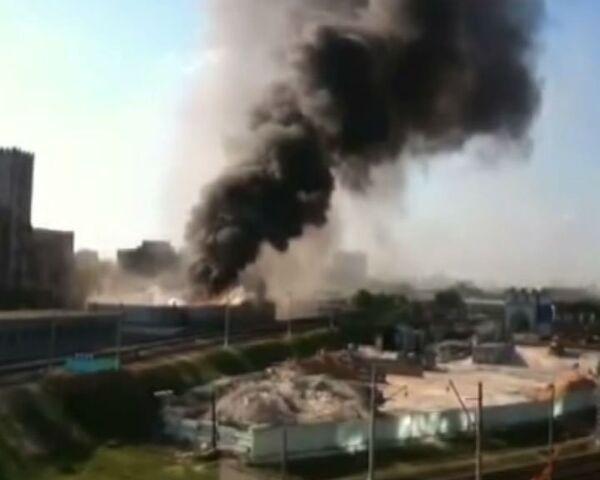 Пожар в автосервисе в центре Москвы. Видео очевидца