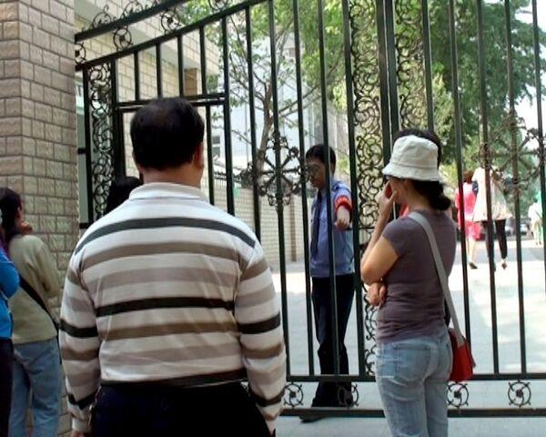 Китайские школы обнесли высокими заборами и превратили в крепости