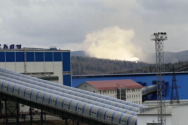 Дымы от пожаров на шахте Распадская