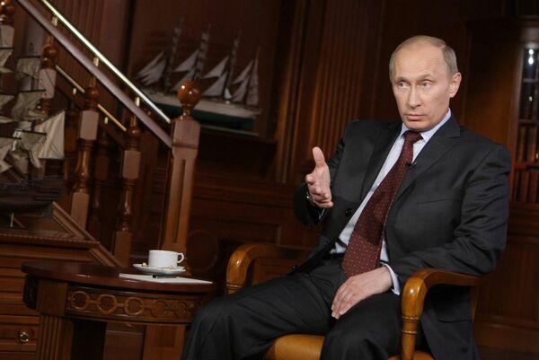 Премьер-министр РФ Владимир Путин во время интервью телекомпании Мир. Архив