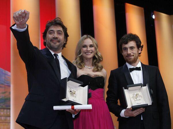 Жюри 63-го Каннского кинофестиваля присудило приз за лучшую мужскую роль двум актерам: испанцу Хавьеру Бардему и итальянцу Элио Джермано.