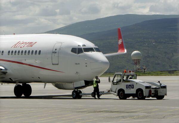 Самолет грузинской частной авиакомпании Airzena - Georgian Airways. Архив