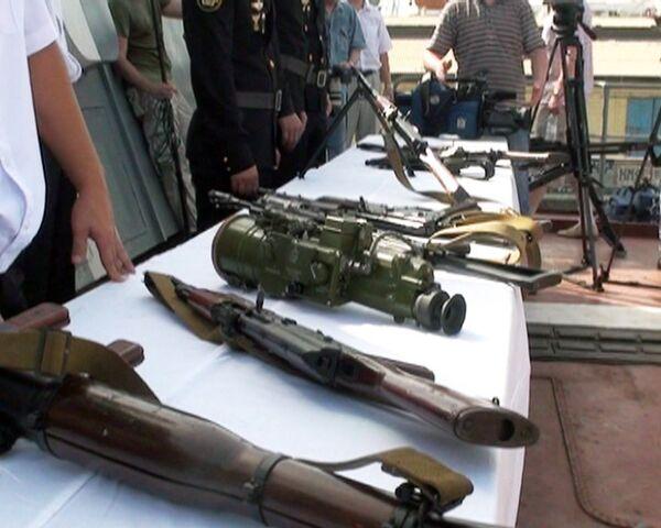 Российским морякам достались от пиратов абордажные крюки и автоматы