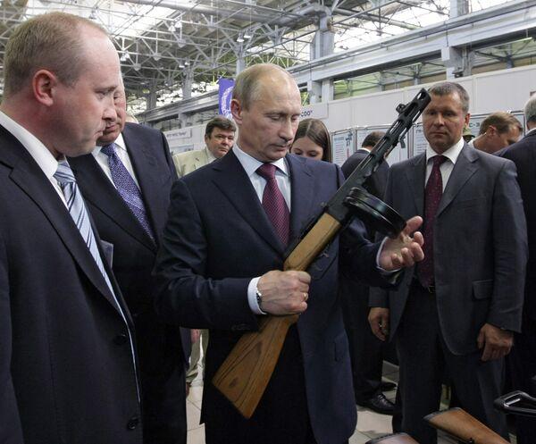 Премьер-министр РФ Владимир Путин посетил ОАО Ижмаш