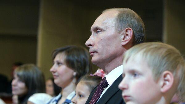 Премьер-министр РФ Владимир Путин посетил благотворительный вечер Маленький принц