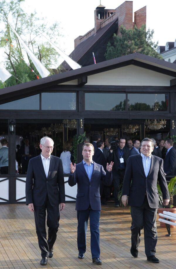 Дмитрий Медведев, Херман Ван Ромпей и Жозе Мануэль Баррозу перед неформальным обедом