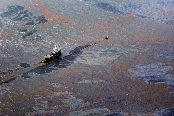 Поверхность Мексиканского залива после разлива нефти по состоянию на 2 июня 2010 г