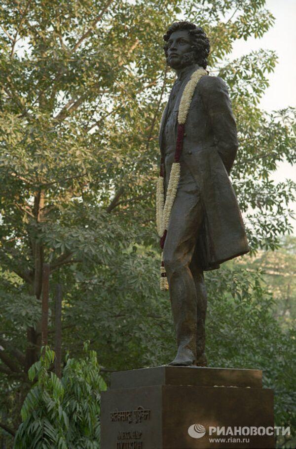 Памятник русскому поэту А.С.Пушкину в Дели
