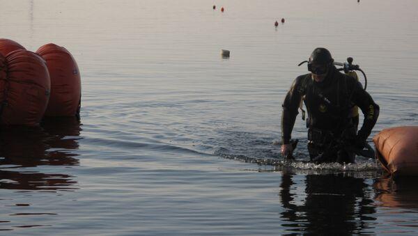 МЧС ищет под водой боеприпасы времен ВОВ. Архив