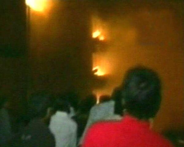 Мощный пожар охватил жилой квартал столицы Бангладеш. Видео с места ЧП
