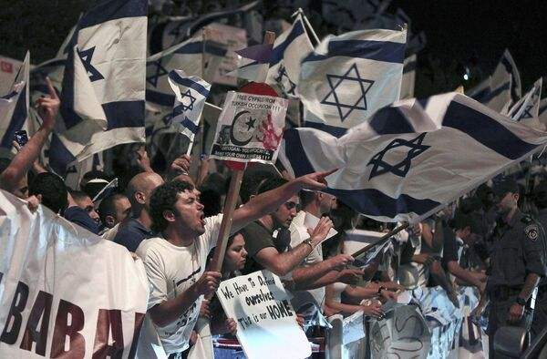 Пикет израильтян у посольства Турции