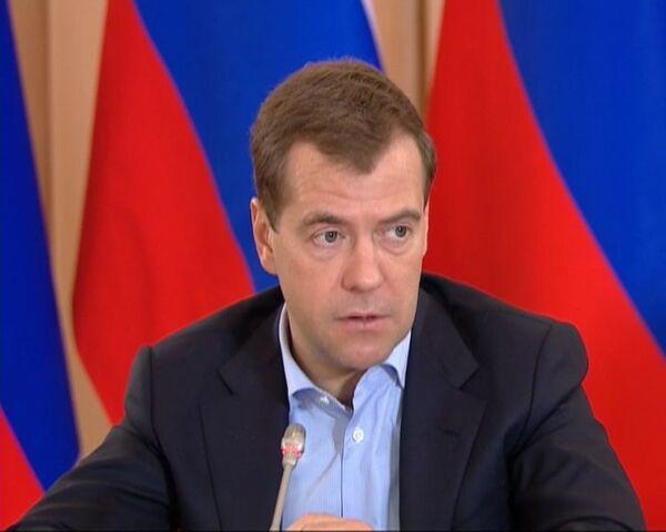 Медведев: нужно тщательно следить за питанием в детских лагерях