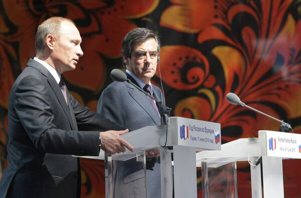 Премьер-министры России и Франции Владимир Путин и Франсуа Фийон открыли во дворце Гран-Пале российскую национальную выставку в сфере технологий и инноваций
