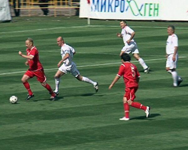 Звезды и политики сыграли в футбол, чтобы помочь тяжелобольным детям