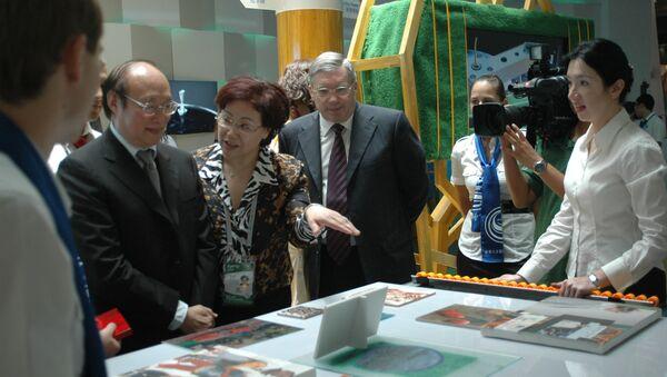Новосибирский губернатор Виктор Толоконский продемонстрировал китайским предпринимателям возможности нанопринтера