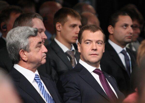 Президент России Дмитрий Медведев и президент Армении Серж Саргсян. Архив