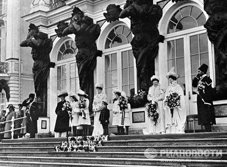 Члены императорской семьи в Екатерининском дворце