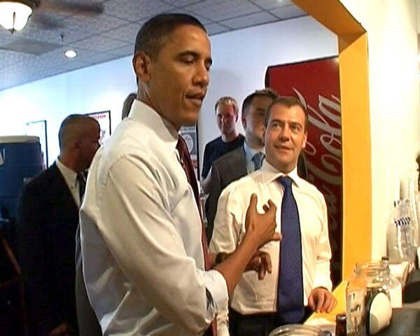 После бургера с грибами Медведев пообещал разрешить импорт ножек Буша