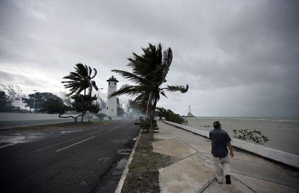 Тропический шторм Алекс в Карибском море