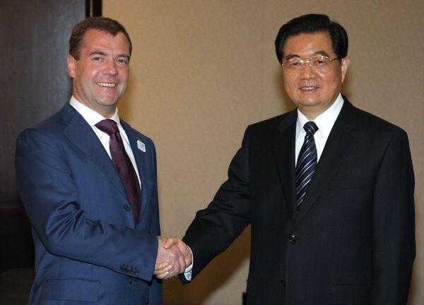 Президент России Дмитрий Медведев и председатель КНР Ху Цзиньтао. Архив.