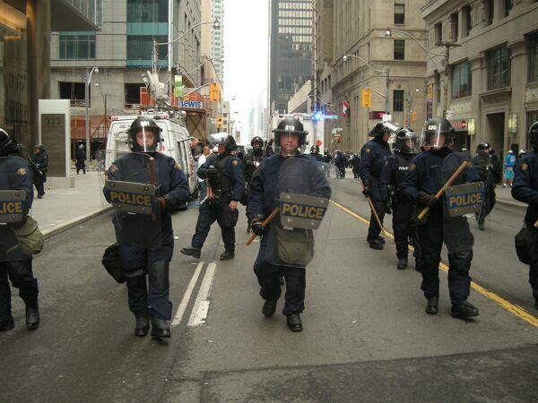 Полиция Торонто разгоняет демонстрации антиглобалистов