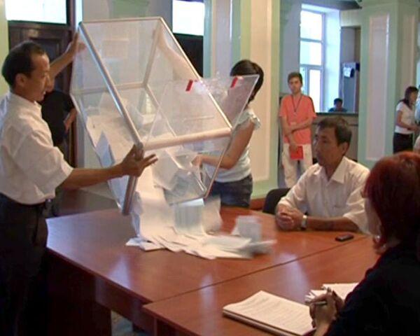 Подсчет голосов избирателей начался в Киргизии